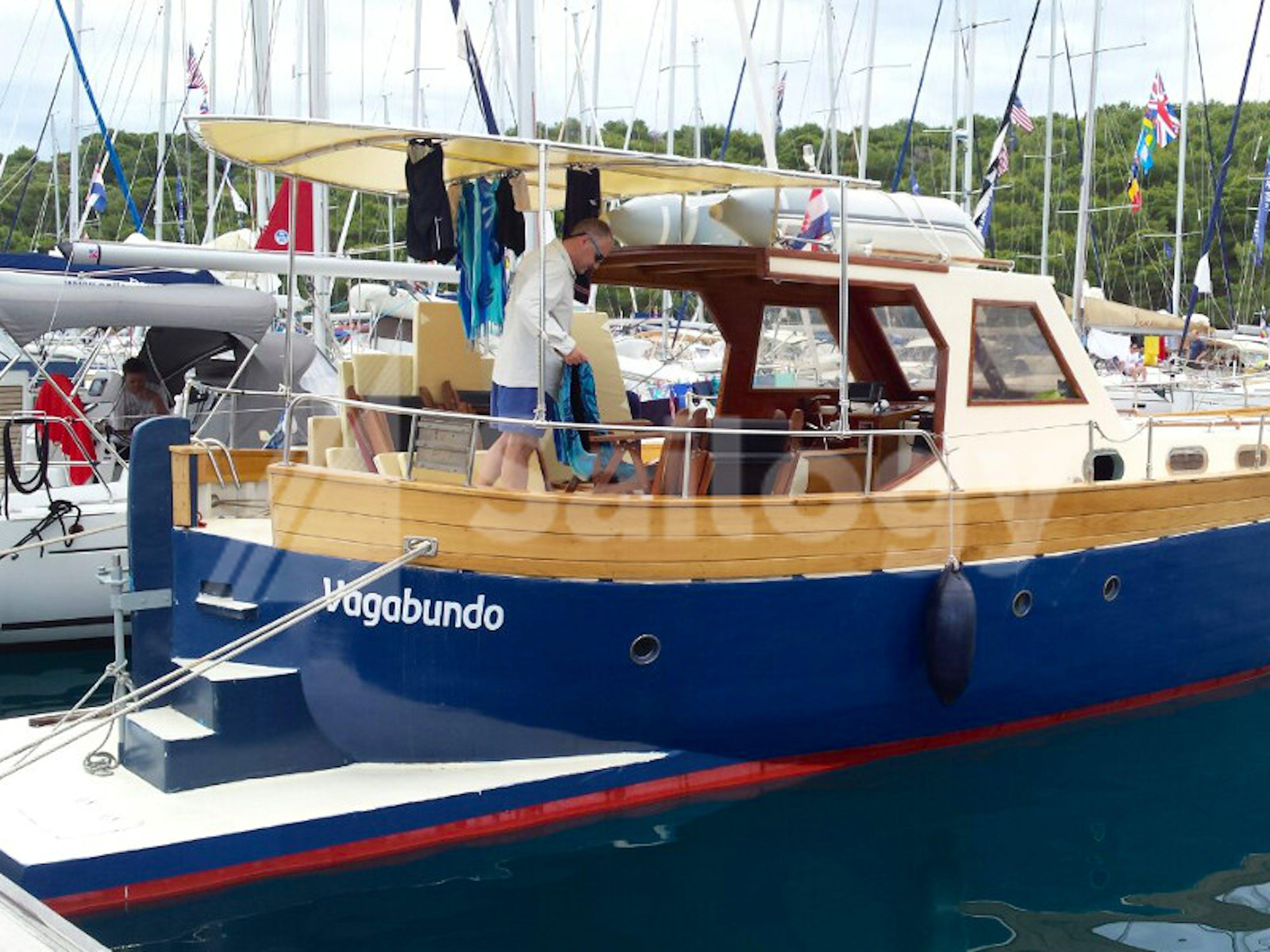 Wooden Boat Leut