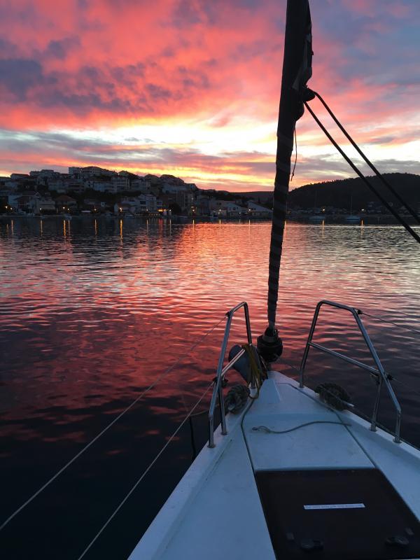 Der Himmel brennt! Morgendämmerung in der Marina Frapa