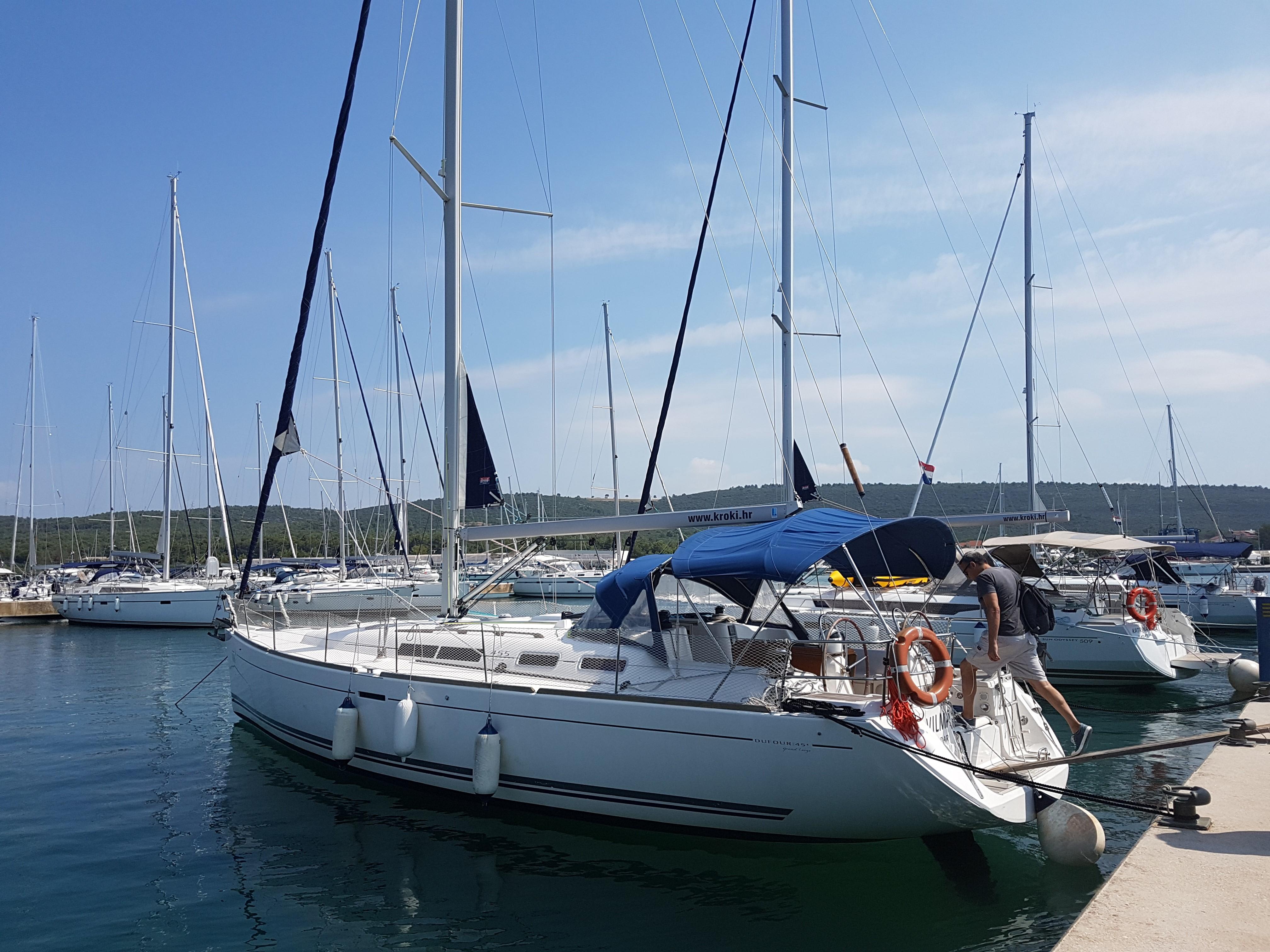 Segelyacht im Hafen vor dem Skippertraining