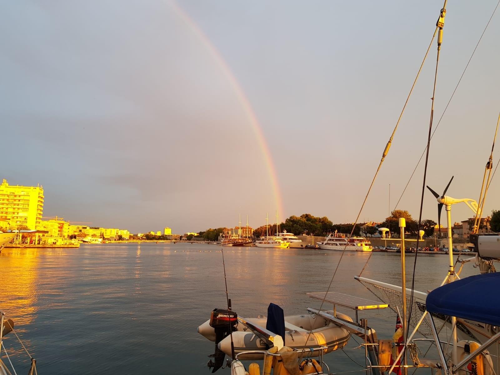 Idyllischer Blick von der Charteryacht in Kroatien