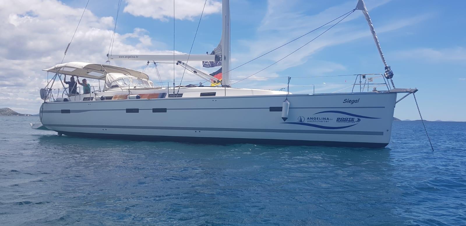 Yachtcharter Segelboot vor Anker in Kroatien